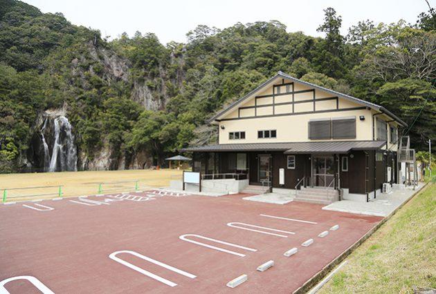 飛雪の滝キャンプ場拠点施設